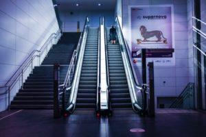 2エスカレーターを階段に変えたら体重が減る?この差って何ですか?
