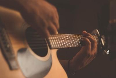 大村晴空(はるく)の替え歌と弾き語りが凄い!祖父はギタリスト?